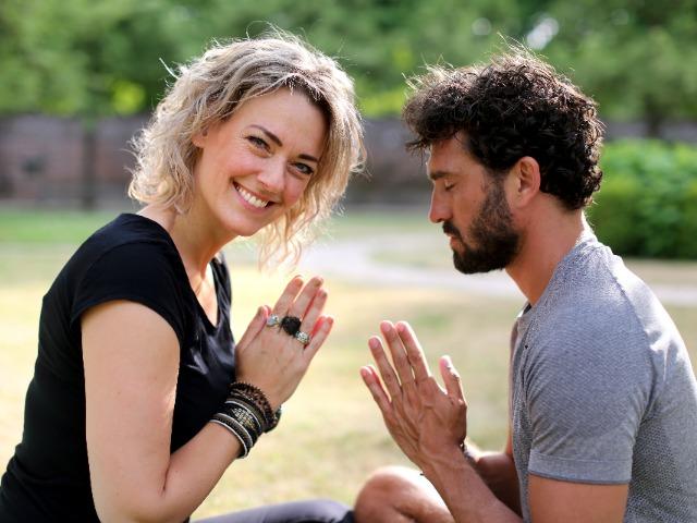 FlexYourMind Tim en Desiree handen tegen over elkaa