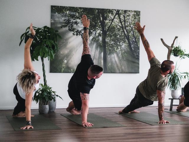hathacore-flexyourmind yoga heerhugowaard mannen yoga